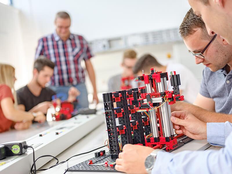 Vágyaink tárgya – avagy mivel álmodnak a PLC programozók